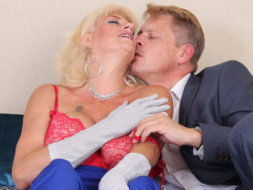 British housewife sucks her lover's big cock and gets her pussy thumped