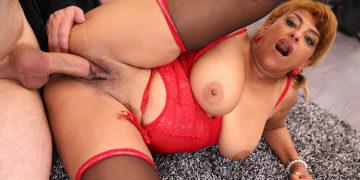 Curvy Mature Latina Milf Fucking And Sucking Her Ass Off
