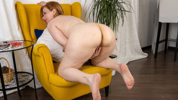 Horny housewife shows off her big ass and plays with her pussy