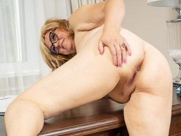 Housewife masturbating on her desk