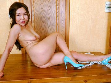 Naughty Asian Mature Slut Fucking Her Ass Off