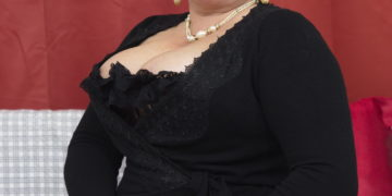 Naughty mature bbw playing with her toy boy