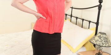 Nuaghty British housewife with nice knockers getting wet