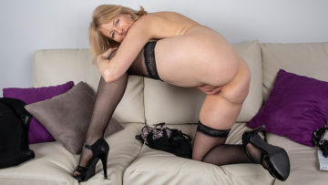 Sexy Milf strips off all her clothes and plays with her shaved pussy