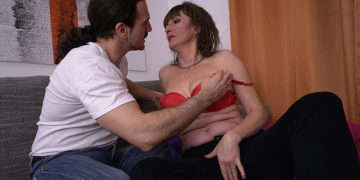 Sexy housewife sucks a big cock and gets her pussy thumped