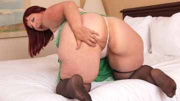 This Big Booty Mature Lady playing with herself